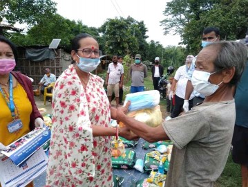 Happiness spread in slum dweller families after receiving relief supplies